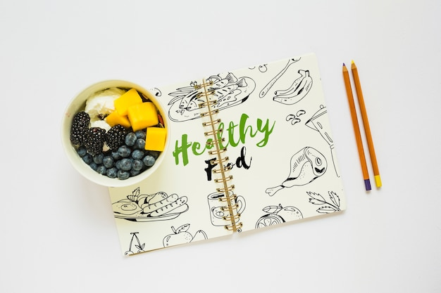 Buchmodell mit gesundem lebensmittelkonzept