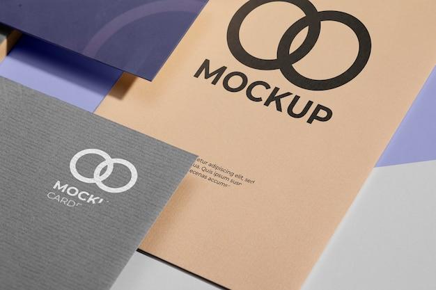 Büromaterial-mock-up mit papier