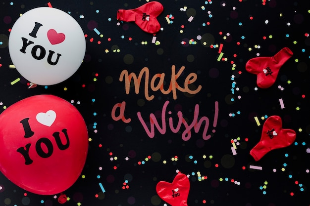 Bunte geburtstagsballone mit konfettis