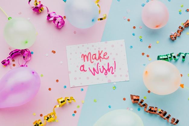Bunte luftballons mit konfetti und rahmen
