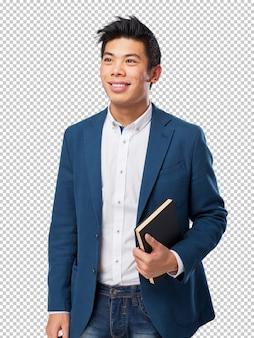 Chinesischer mann mit buch