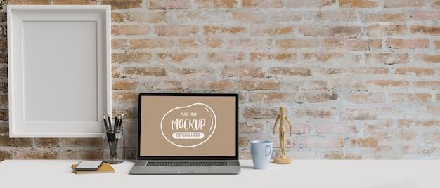 Computer-laptop mit mockup-bildschirm