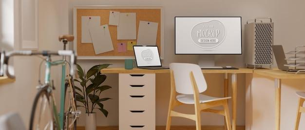Computer und laptop mit modellbildschirm