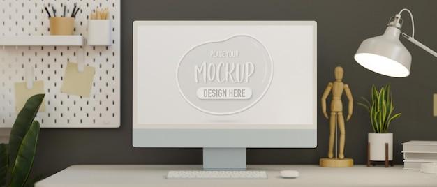 Computermonitor mit mockup-bildschirm im home office, dekoriert mit pflanzen- und regal-3d-rendering