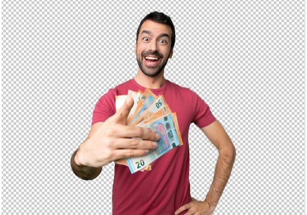 Der mann, der viel geld nimmt, zeigt finger mit einem überzeugten ausdruck auf sie