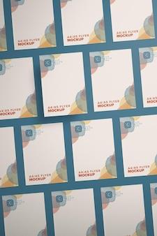 Diagonales hochformat-flyer-mockup-layout