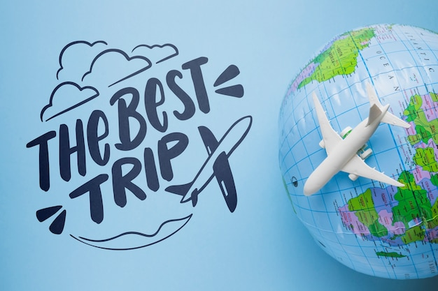 Die beste reisebeschriftung mit erdkugel und flugzeugspielzeug
