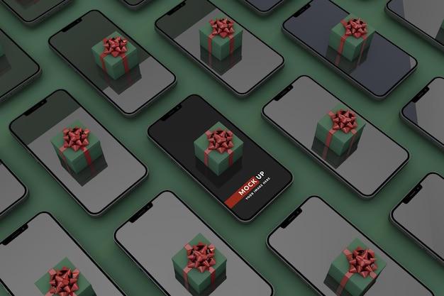 Digitales weihnachtskonzept mit smartphone eine modellvorlage und grünem hintergrund