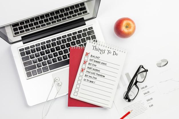 Dinge zu tun desktop-konzept mit laptop