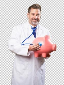 Doktormann, der um einem sparschwein sich kümmert