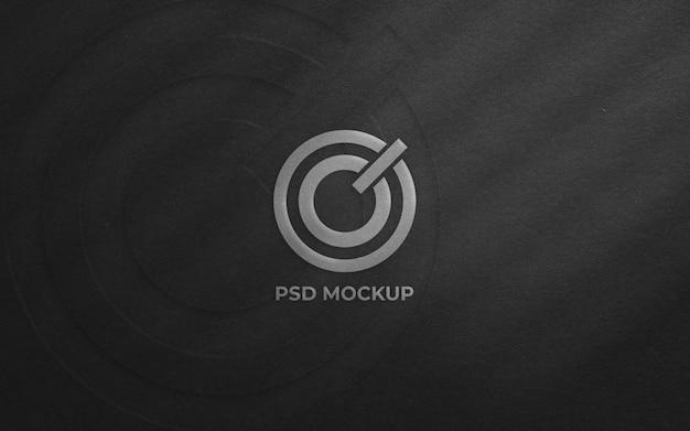 Draufsicht auf silbernes logo-modell