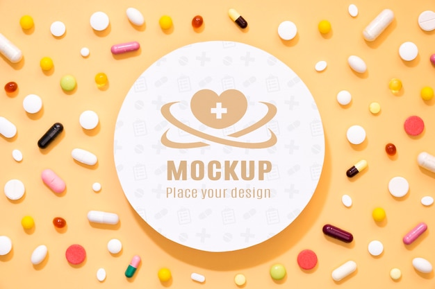 Draufsicht auf sortiment von pillen und medikamenten
