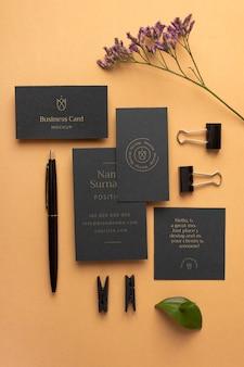 Draufsicht briefpapier und pflanze
