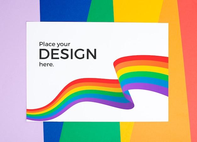Draufsicht der regenbogenfarben auf papier