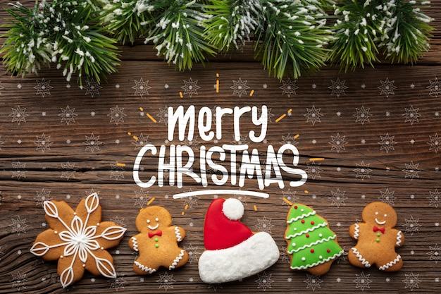 Draufsicht des lebkuchens und weihnachtskiefernblätter