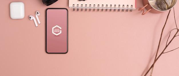 Draufsicht des modell-smartphones auf rosa lerntisch