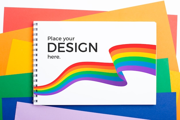 Draufsicht des notizbuchs mit regenbogenfarben