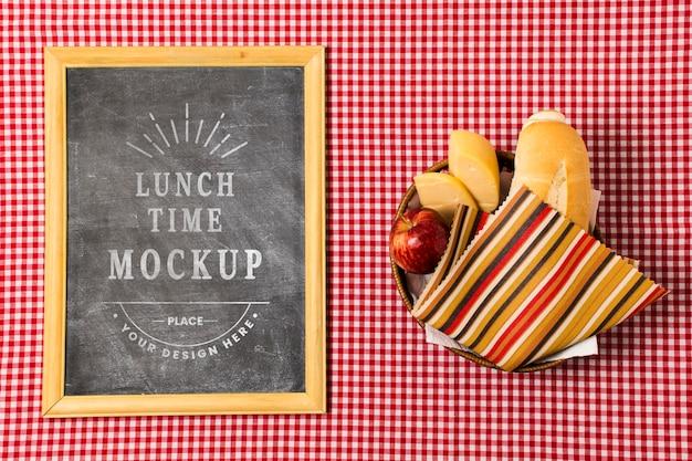 Draufsicht des rahmens mit platte für picknick
