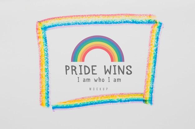 Draufsicht des regenbogens mit nachricht für stolz