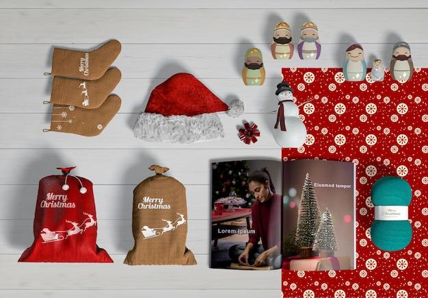 Draufsicht des weihnachtsszenen-schöpfermodells auf holztisch