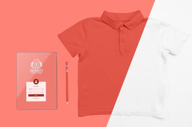 Draufsicht des zurück zur schule t-shirt mit stift und notizbuch