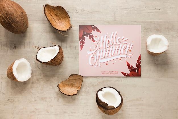 Draufsicht hallo sommerkonzept mit kokosnuss