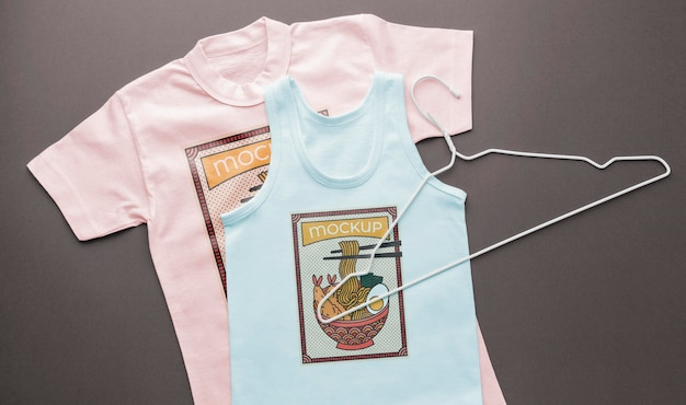 Draufsicht japanische t-shirt-modellzusammensetzung