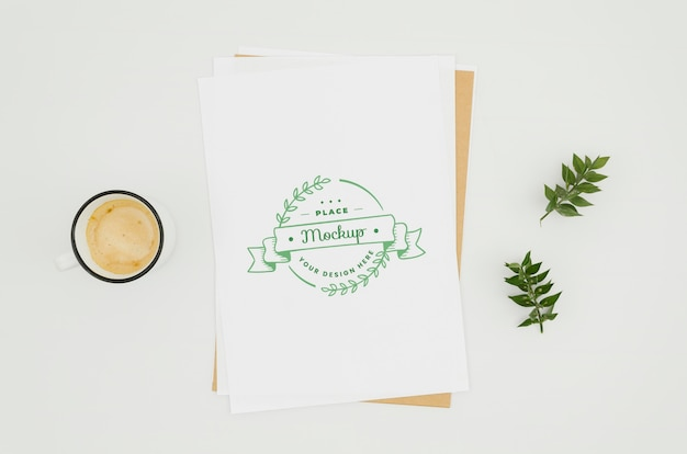 Draufsicht kaffee und botanisches modell