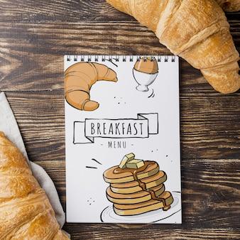 Draufsicht leckere croissants auf dem tisch