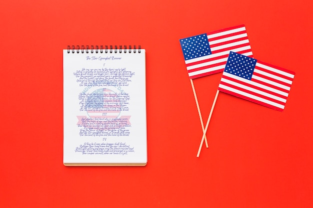 Draufsicht unabhängigkeitstag flaggen mit modell