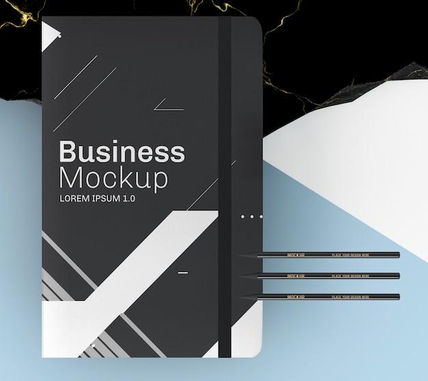 Draufsicht vereinfachtes schwarzes notizbuch