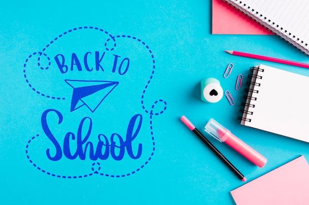 Draufsicht zurück zu schule mit bürozubehör