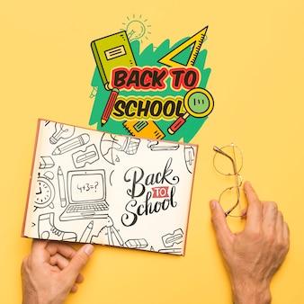 Draufsicht zurück zu schule mit offenem notizbuch