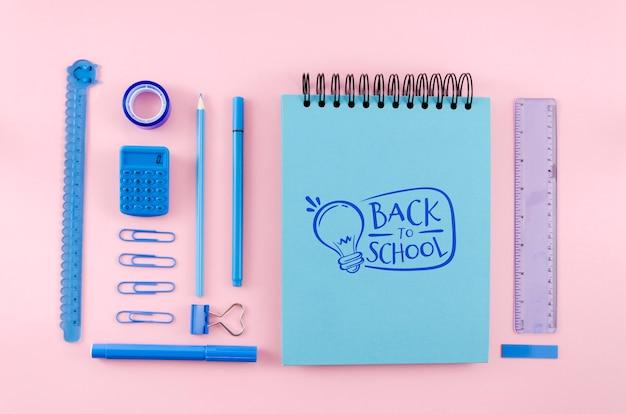 Draufsicht zurück zu schule mit rosa hintergrund
