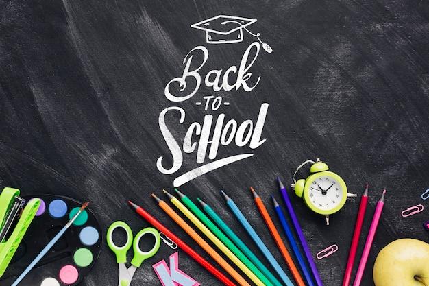 Draufsicht zurück zu schule mit schwarzem hintergrund