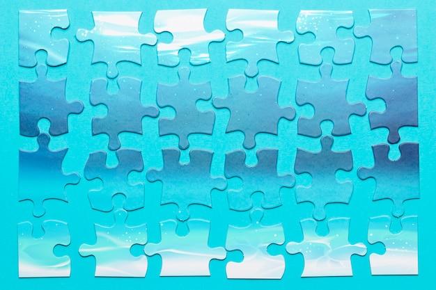 Draufsichtanordnung mit stücken des puzzlespiels