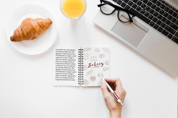 Draufsichtmorgen-frühstückskonzept