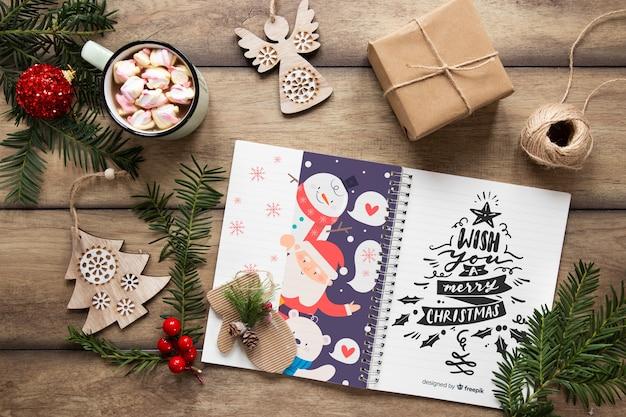 Draufsichtweihnachtskonzept mit geschenken