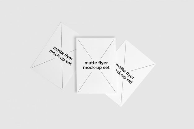 Drei matte flyer verspotten sich
