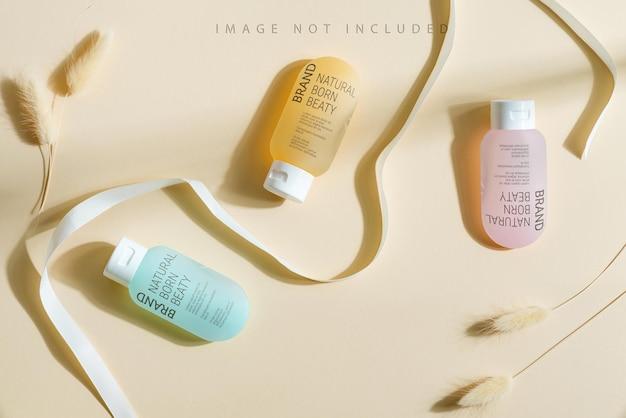 Drei mehrfarbige kosmetikflaschenmodelle