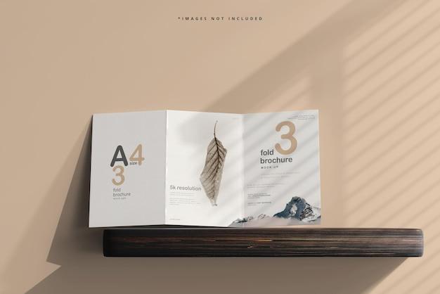Dreifach gefaltetes broschürenmodell der größe a4