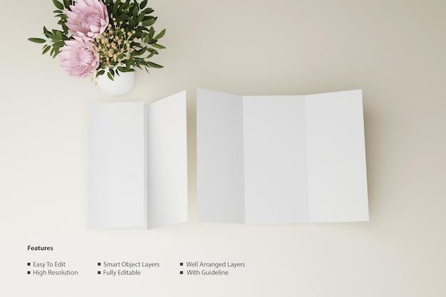 Dreifach gefaltetes broschürenmodell mit vorder- und rückansicht