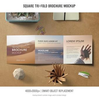 Dreifachgefaltete broschüre mockup
