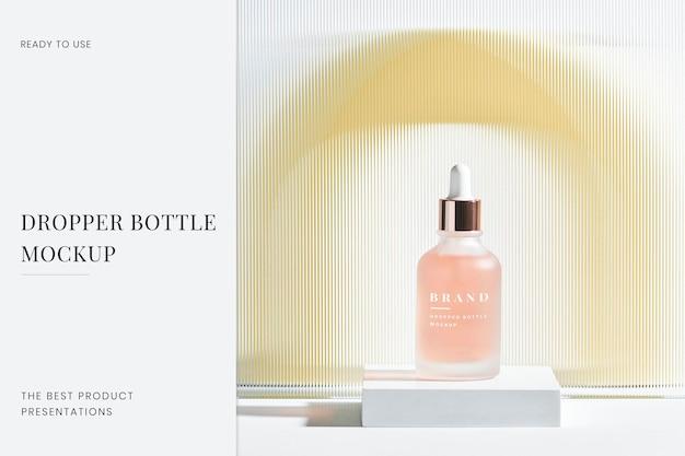Dropper bottle mockup psd mit gemustertem glastextur-produkthintergrund