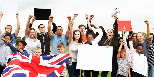 Eine gruppe von aktivisten protestiert
