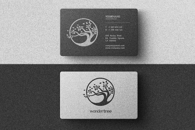 Einfaches logo-modell auf weißer und schwarzer visitenkarte