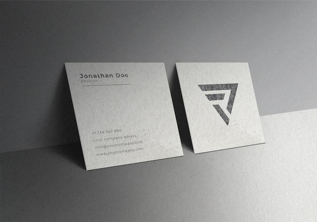 Einfaches realistisches quadratisches visitenkartenmodell