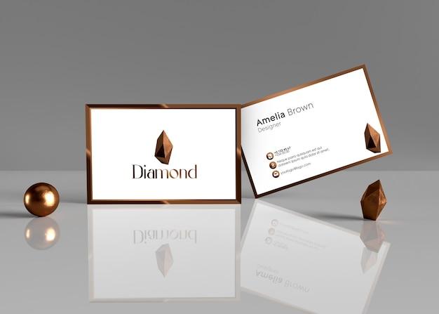 Elegante und moderne visitenkarte mit kupfernem diamantlogo-effekt