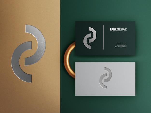 Elegante und moderne visitenkarten-draufsicht mit geprägtem logo-modell premium psd