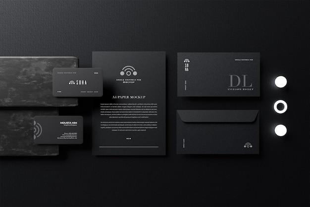 Elegante visitenkarte mit papier- und dl-umschlagmodell